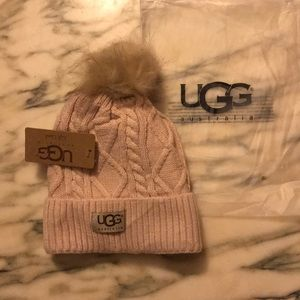 ❤️ Cable knit UGG Fleece Lined Beanie ❤️